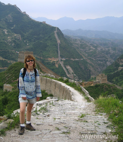 girl standing on great wall of china