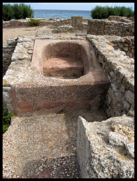Ancient bathtub well-preserved in the Punic city of Kerkouane in Tunisia.