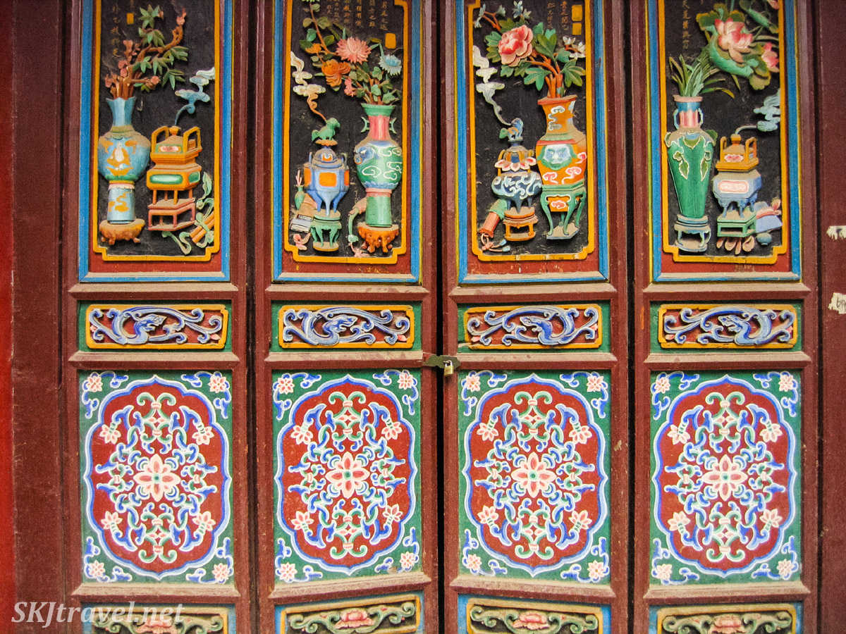 Details of painted doors on a temple building inside Gao Miao, Zhongwei, China.